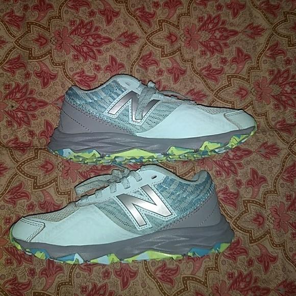 girls new balance tennis shoes